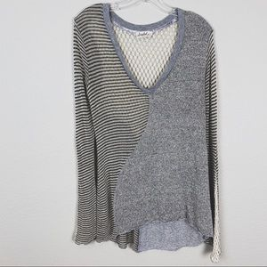 SCRAPBOOK Gray Cream V-Neck Fitted Sweater Large